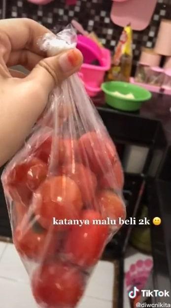 Disuruh beli tomat Rp 2 ribu, suami malah borong Rp 5 ribu alasannya malu