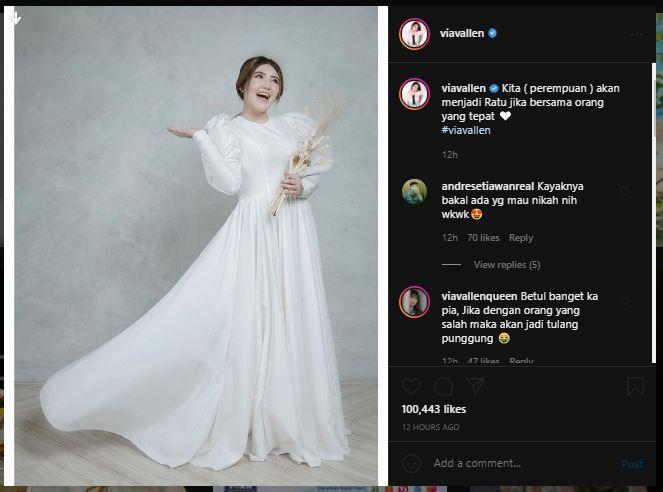 Via Vallen mengunggah potret dirinya dalam balutan gaun pengantin.