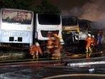 15-unit-transjakarta-terbakar-di-terminal-rawa-buaya_20150902_150414.jpg