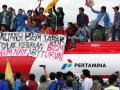 20120308_Demo_BBM_Bajak_Truk_Tanki_Pertamina.jpg
