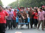20120921_Jokowi_Tiba_di_Solo_Naik_Becak_6478.jpg