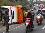 20121001_Kecelakaan_Bus_di_Tangkuban_Parahu_Subang_6779.jpg
