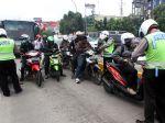 20130305_Tilang_Penyerobot_Jalur_Busway_9235.jpg