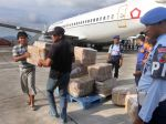 20130417_TNI_AU_Bantu_Distribusi_Soal_Ujian_Nasional__9995.jpg