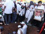 20130426_Suasana_Pemakaman_Ustadz_Jeffry_Al_Buchory_9570.jpg