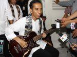 20130503_Jokowi_Tunjukan_Gitar_Bass_Metallica_1435.jpg