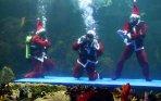 20131225_132517_santa-claus-menari-di-aquarium-sea-world.jpg