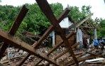 20140128_213840_sisa-dan-reruntuhan-longsor-di-jombang.jpg