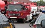 20140222_233457_polisi-kawal-truk-tangki-bbm-pertamina.jpg