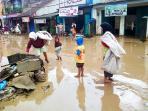 20140223_225711_pemulung-banjir-sampah.jpg