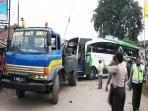 20140308_204902_bus-po-haryanto-ditabrak-kereta.jpg
