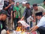 20140618_105218_tabloid-obor-dibakar.jpg