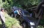 20140715_213536_mobil-bambang-hendarso-masuk-jurang-tewaskan-sang-sopir.jpg
