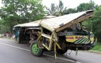 20140919_165102_bus-karunia-bakti-kecelakaan-beruntun-di-jagorawi.jpg