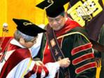 20140930_072544_sby-sedang-dianugerahi-gelar-doktor-kehormatan-universitas-ritsumeikan-jepang.jpg