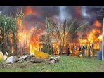 4-rumah-warga-dibakar.jpg