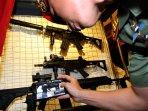 4-senjata-serbu-pindad-diluncurkan-di-kantor-menhan_20160610_134843.jpg