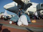 447-jamaah-haji-kloter-1-tiba-di-tanah-air_20170907_194618.jpg