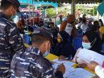 5-personil-tni-angkatan-lautal-lanal-tual-turut-membantu-pelaksanaan-vaksinasi.jpg