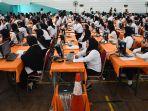 5595-peserta-mengikuti-tes-cpns-pemkot-surabaya_20200209_161807.jpg