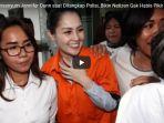 6-fotonya-tersenyum-jennifer-dunn-saat-ditangkap-polisi-bikin-netizen-gak-habis-pikir_20180103_141447.jpg