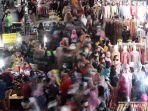 Kurangi Kerumunan, Satgas Sarankan Masyarakat Belanja Online