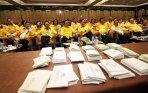 agung-laksono-terpilih-pimpin-partai-golkar_20141208_144627.jpg