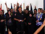agus-yudhoyono-terima-kekalahan_20170216_102038.jpg