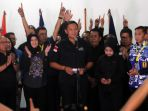 agus-yudhoyono-terima-kekalahan_20170216_103433.jpg