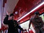 ahok-resmikan-bus-pariwisata-sumbangan-coca-cola_20150622_160527.jpg