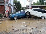 akibat-banjir-jakarta-dua-mobil-rusak-parah.jpg