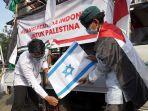 aksi-bela-palestina-di-depan-kedubes-amerika-serikat_20210518_202007.jpg