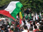aksi-bela-palestina-di-depan-kedubes-as_20210521_204245.jpg