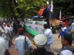 aksi-damai-pekerja-awak-mobil-tangki_20190108_195047.jpg