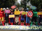 aksi-damai-superhero-kawal-sidang-mk_20190618_182053.jpg