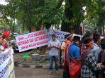 aksi-demo-masyarakat-adat-danau-toba.jpg