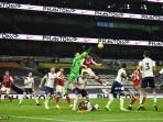 aksi-hugo-lloris-di-laga-spurs-vs-arsenal.jpg