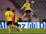 aksi-lompatan-tinggi-striker-borussia-dortmund-erling-haaland.jpg