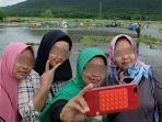 aksi-turis-berselfie-di-lokasi-tsunami-disoroti-media-asing.jpg