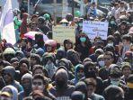 aksi-unjuk-rasa-mahasiswa-makassar-berakhir-bentrok_20190927_230707.jpg