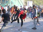aksi-unjuk-rasa-mahasiswa-makassar-berakhir-bentrok_20190927_233043.jpg