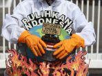 aksi-walhi-tolak-pembangunan-pltu-batubara-jawa-9-10_20201211_183051.jpg