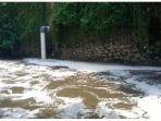 aliran-sungai-yang-tercemar-limbah-di-kawasan-jalan-nanjung_20180429_155905.jpg