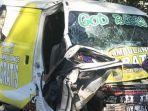 ambulans-partai-golkar-tabrak-barracuda.jpg