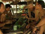 amundsen-tinggal-bersama-kelompok-suku-pedalaman-indonesia.jpg