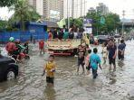 anak-anak-bermain-banjir.jpg