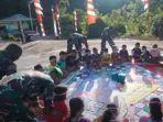 Menilik Keceriaan Anak-anak Belajar Sambil Bermain Bersama Prajurit TNI AD di Perbatasan
