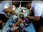 anak-anak-keluarga-tidak-mampu-ikuti-sunat-massal-gratis-dari-polres-banjar-dan-iphi_20170712_115346.jpg