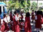 anak-sekolah-bermain-sembari-belajar_20180910_133333.jpg