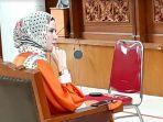 Bersaksi di Sidang, Angel Lelga Mengaku Diancam Vicky Prasetyo Sebelum Penggerebekan